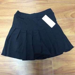 黑色百褶半身裙