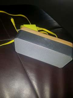 Speaker (Bluetooth)with charger