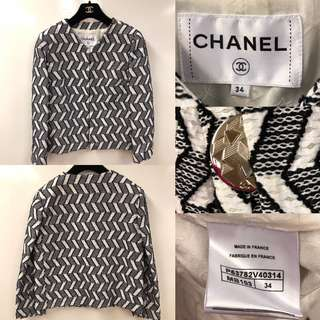 Nearly NEW Chanel black and white jacket size 34