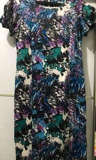 Dress Motif Abstrak merk MINT