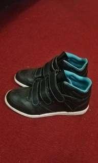 Tom kins sneakers