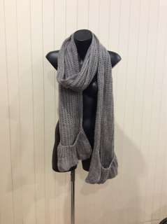 Grey scarf with pockets
