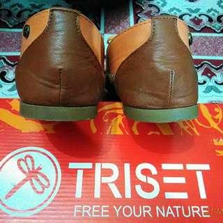 Sepatu Triset