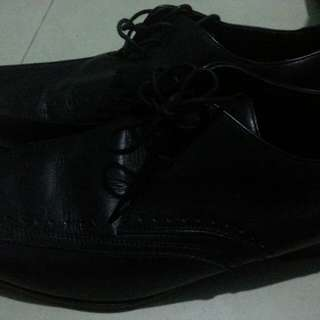 Casual shoes 1 time use only...with out box
