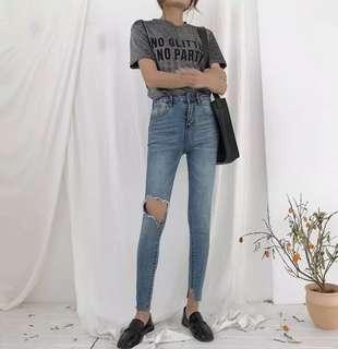🚚 (實拍)韓版高腰修身膝蓋破洞褲腳缺口設計小腳牛仔褲