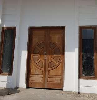 Kusen beserta pintu kayu merbo