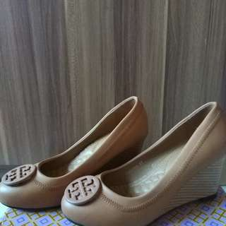 NEW TORY BURCH SHOES size 37 (brown)