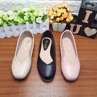 🚚 小資女最愛🔝現貨 三色素面平底鞋 小V領設計 台灣製造 (現貨當日寄出)
