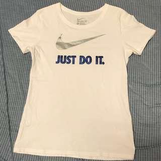 🚚 Nike 白色上衣  女版二手 原價$1500