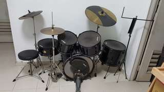 Pearl drum set reduced price from $500 to $300