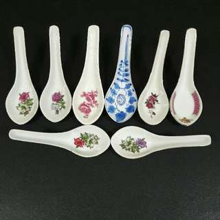 AAG~ OLD days collectible.spoon