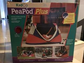 PeaPod plus Portable children's travel bed/tent