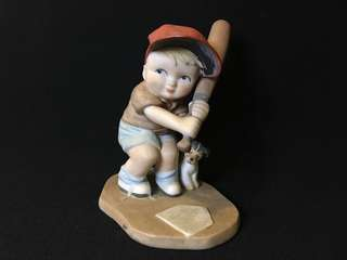 The Heirloom Tradition batter-up ceramics figure 陶瓷公仔