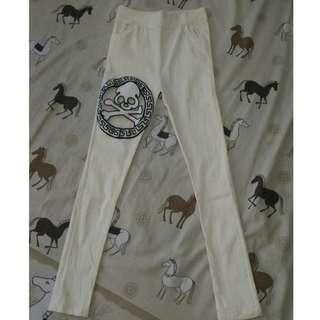 Celana Tengkorak