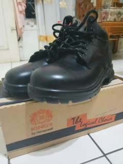 Jual Gurih! Safety Shoes King's size 41 full black.