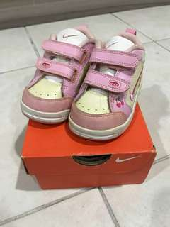 Nike shoes for girls 2-3years old