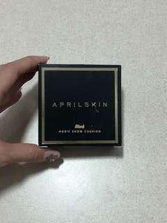 April Skin Magic Snow Cushion Black Series