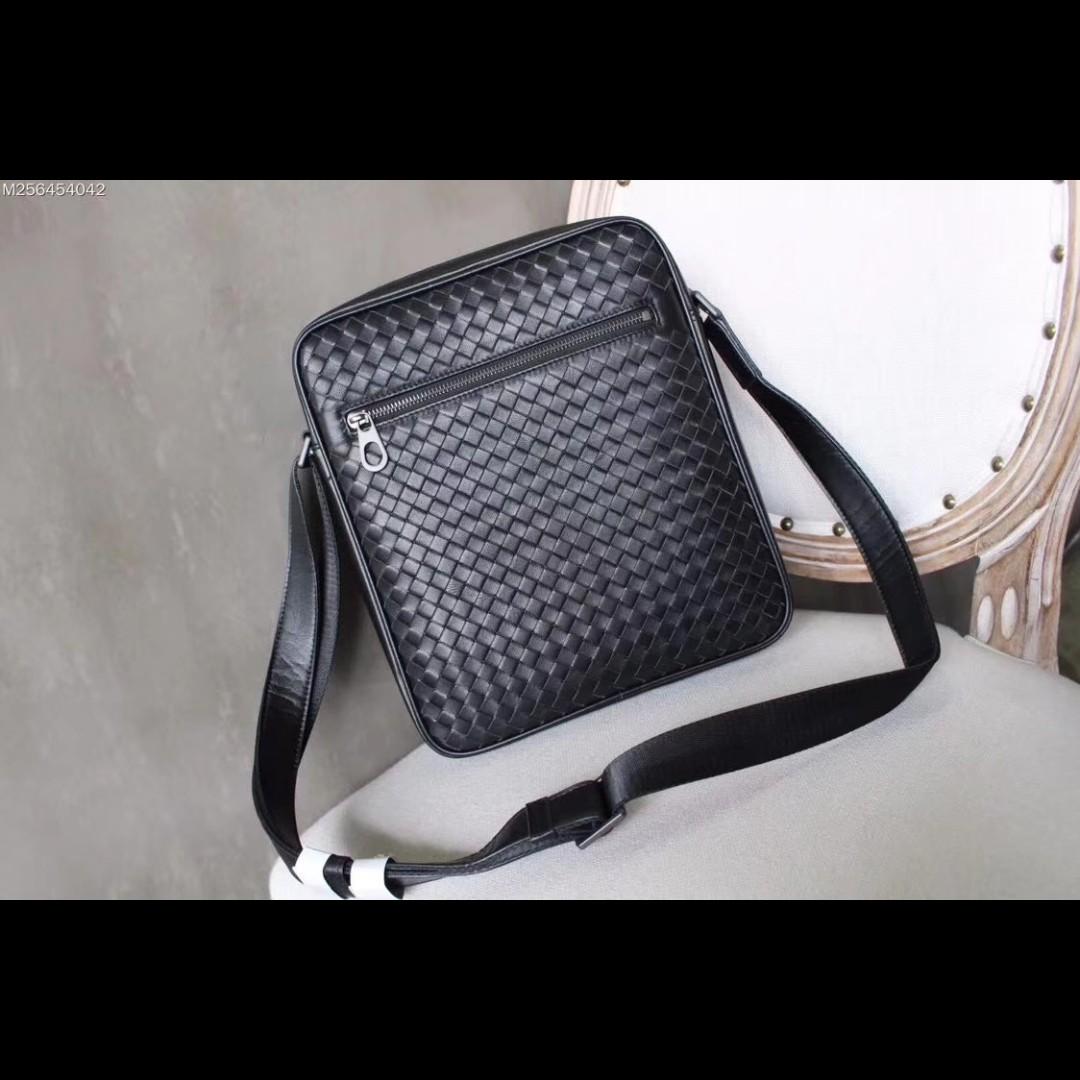 a30e461e261a Bottega Veneta Men s Crossbody Leather Black
