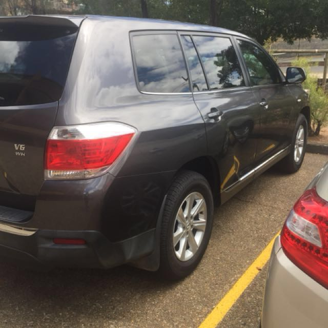 PRICE REDUCED! Toyota kluger 2010