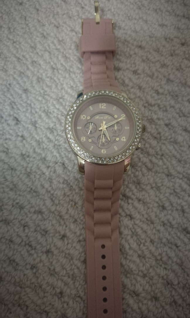 Women watch with rubber strap