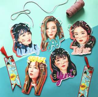 Red velvet face hanger Rookie