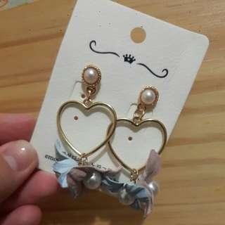 🚚 愛心珍珠花朵耳環