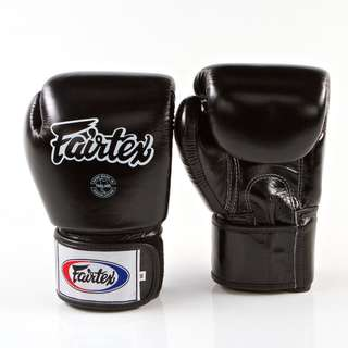 Fairtex Muay Thai/ Boxing gloves