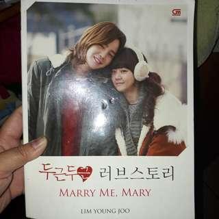Buku Marry me