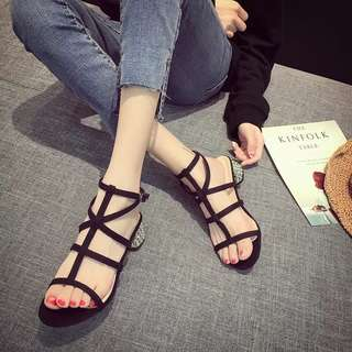 Open-toe sandals female summer 2018 new Korean version of the rhinestone coarse with cross buckle with empty Roman shoes