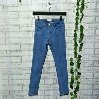 Jeans anak brand ZARA Girls kode : 64  10 - 11 tahun LP 38cm Panjang 84cm Pengaturan pinggang  60ribu  Sapa cepat dia dapat😍