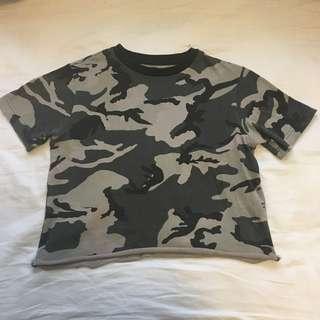 Cropped camo t shirt