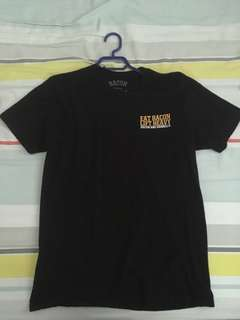 medium black tshirt