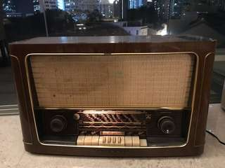 Antique 1950s wooden tube radio