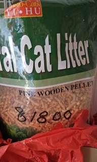 Wooden pellet cat litter