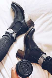 Frye Sabrina Chelsea black leather boots size 7.5