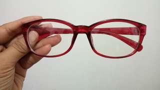 Kacamata Merah Gaul