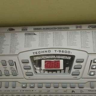 Techno T9600 keyboard