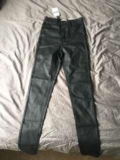 Spotlight coated ultra high jean