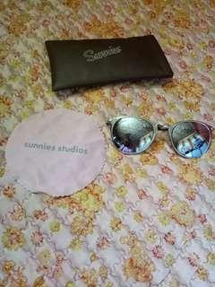 Sunnies Mirror