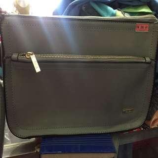 Ayla sling bag