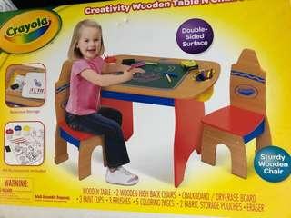 全新 Crayola 兒童畫板木枱連櫈
