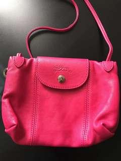 Longchamp Cuir Crossbody Bag Fuchsia (100%new). HK$1100, Only face trade in Tsuen Wan station