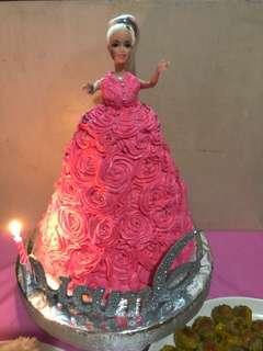 Barbie Cake +12 cupcakes