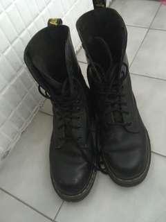 正馬丁黑色10孔鞋 39