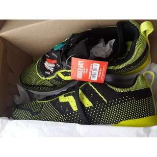 Sepatu Piero jogger knit - warna black/volt size 41