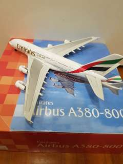 Emirates Airplane Model A380 ( full diecast)