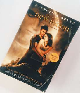 The Twilight Saga : New Moon by Stephenie Meyer (Book 2)