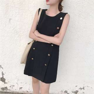 Po: Elegant buttons dress
