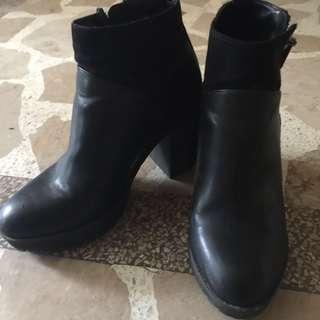 Berhska Boots