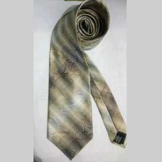 MA111 Van Heusen Hand Made Silk Necktie / Cravat